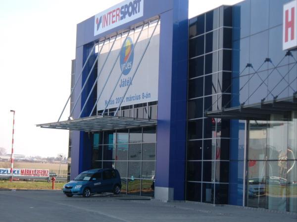 50e9fa6e1744 FMZ- Fachmarktzentrum Budaörs - Intersport
